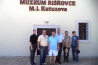 Художники и мэр города Ришновце у музея М.И.Кутузова